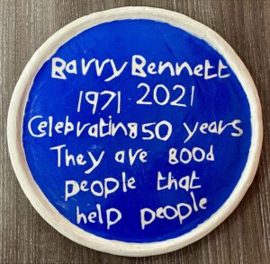 NEWS   Barry Bennett commissions Horace Lindezey to create commemorative blue plaque